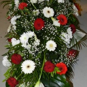 img dessus de cercueil rouge et blanc